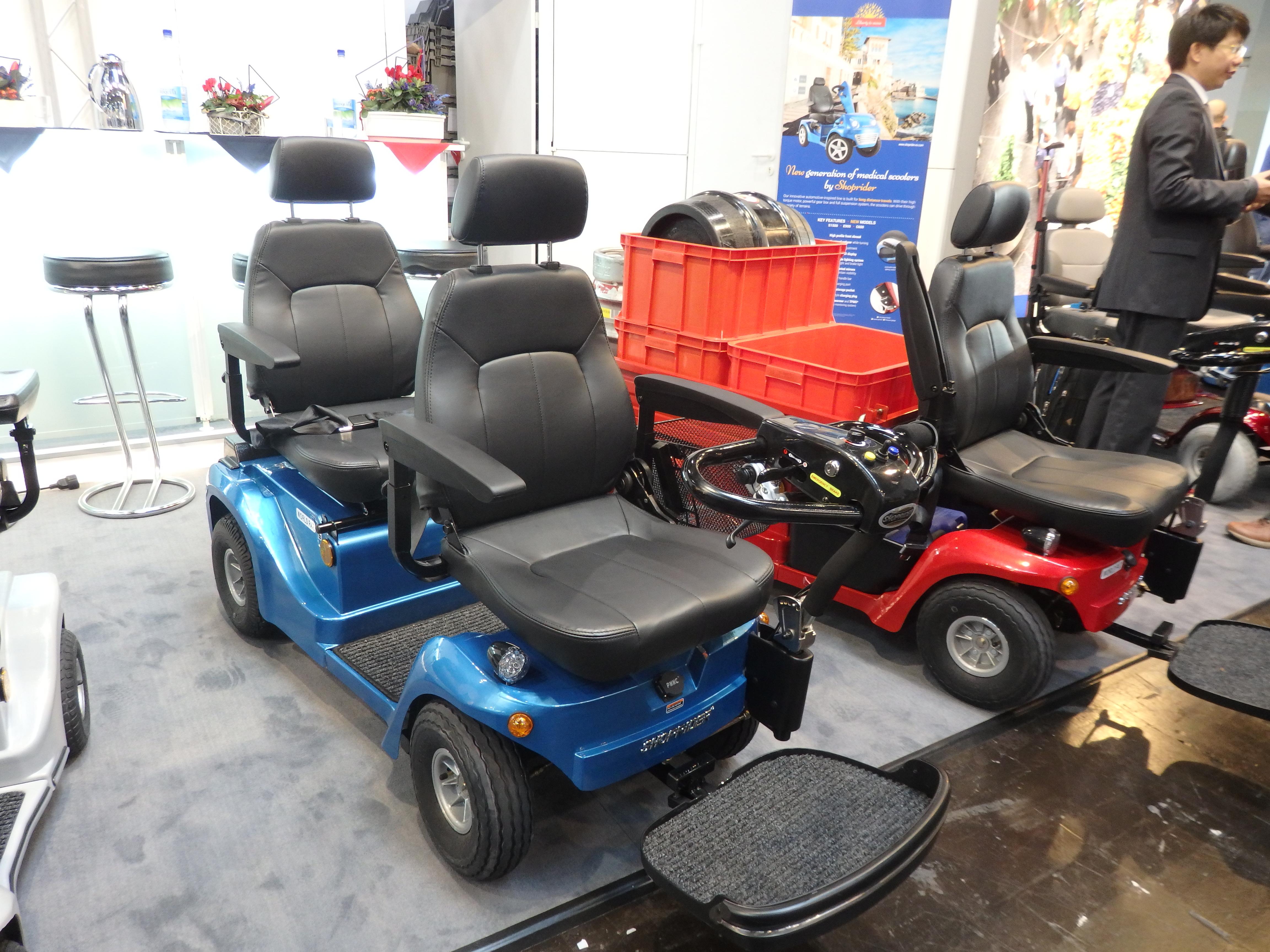 Dvojmiestný elektrický vozík